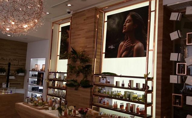 智利化妆品体验店装饰灯箱