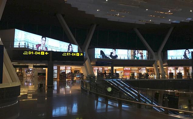 卡塔尔机场室内大型卡布灯箱解决