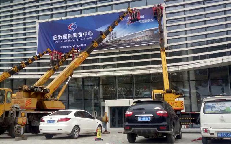 国际博览中心大型户外防水灯箱