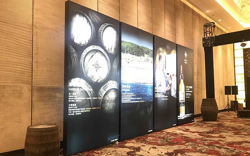 广州某五星级酒店酒会双面卡布灯箱解决方案