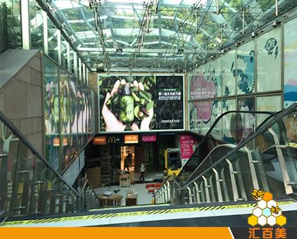 广州动漫星城室内大型拉布灯箱